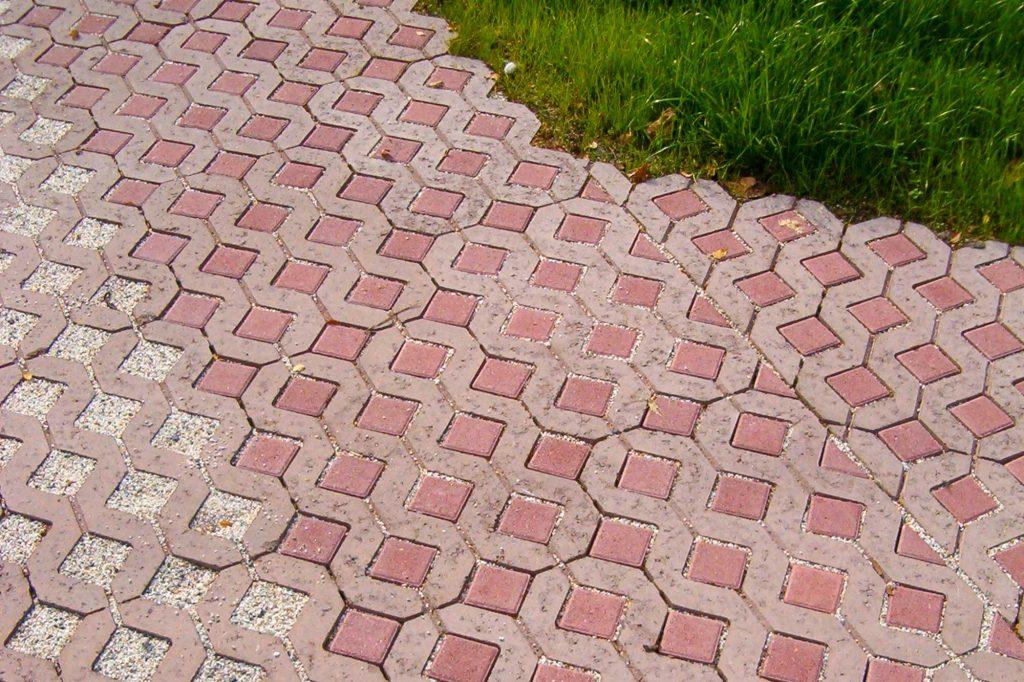 Öko Rasengitter Pflastersteine Steine im Garten