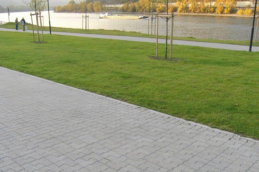 PWL Pflastersteine als Verbund am Rhein