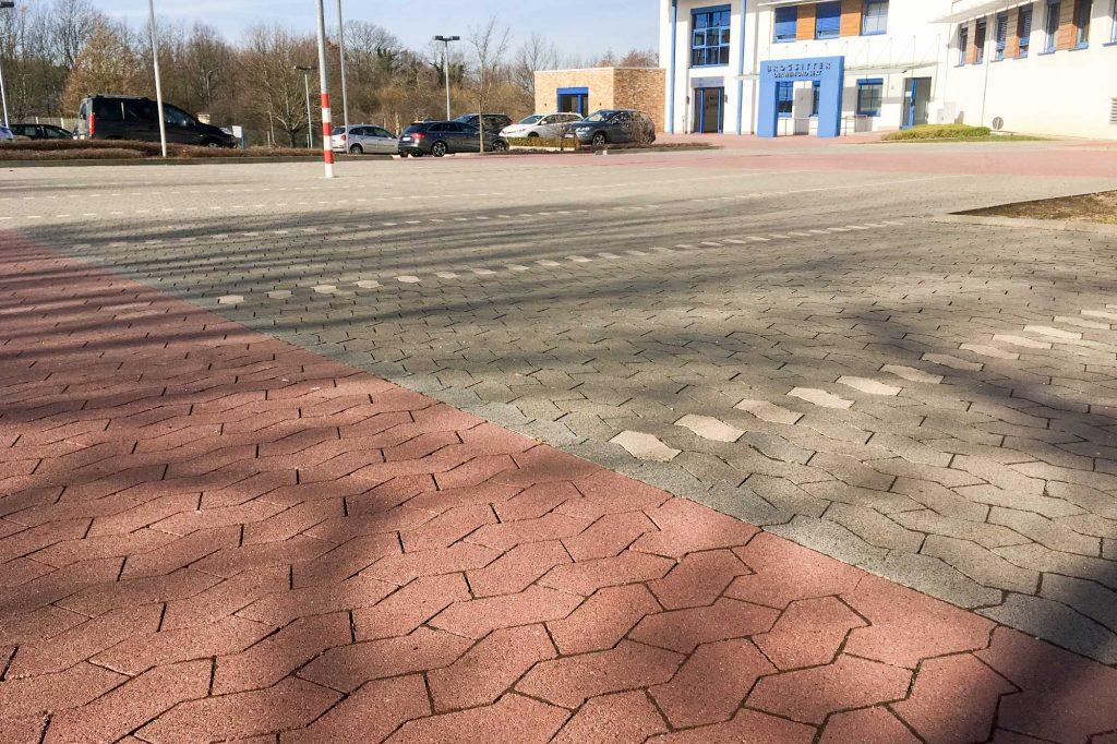 SF® Pflastersteine als Parkplatz bei Brogsitter