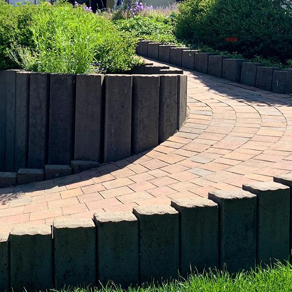 Tonika Palisaden Steine im Garten
