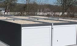 Dachbekiesung auf Doppelgarage am Familienhaus